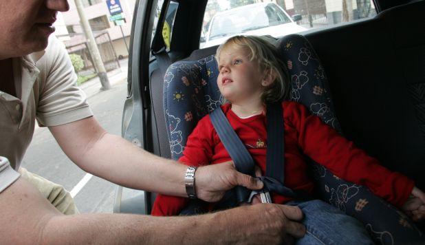 viajar con bebés y niños en el vehículos
