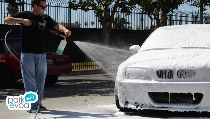 lavado de coche con manguera