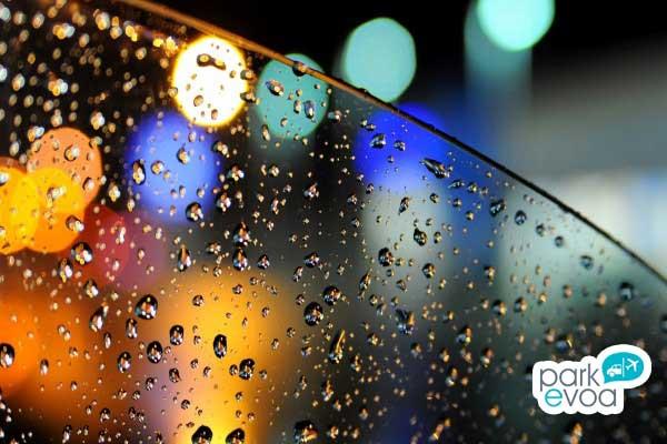 ventana coche dia lluvioso